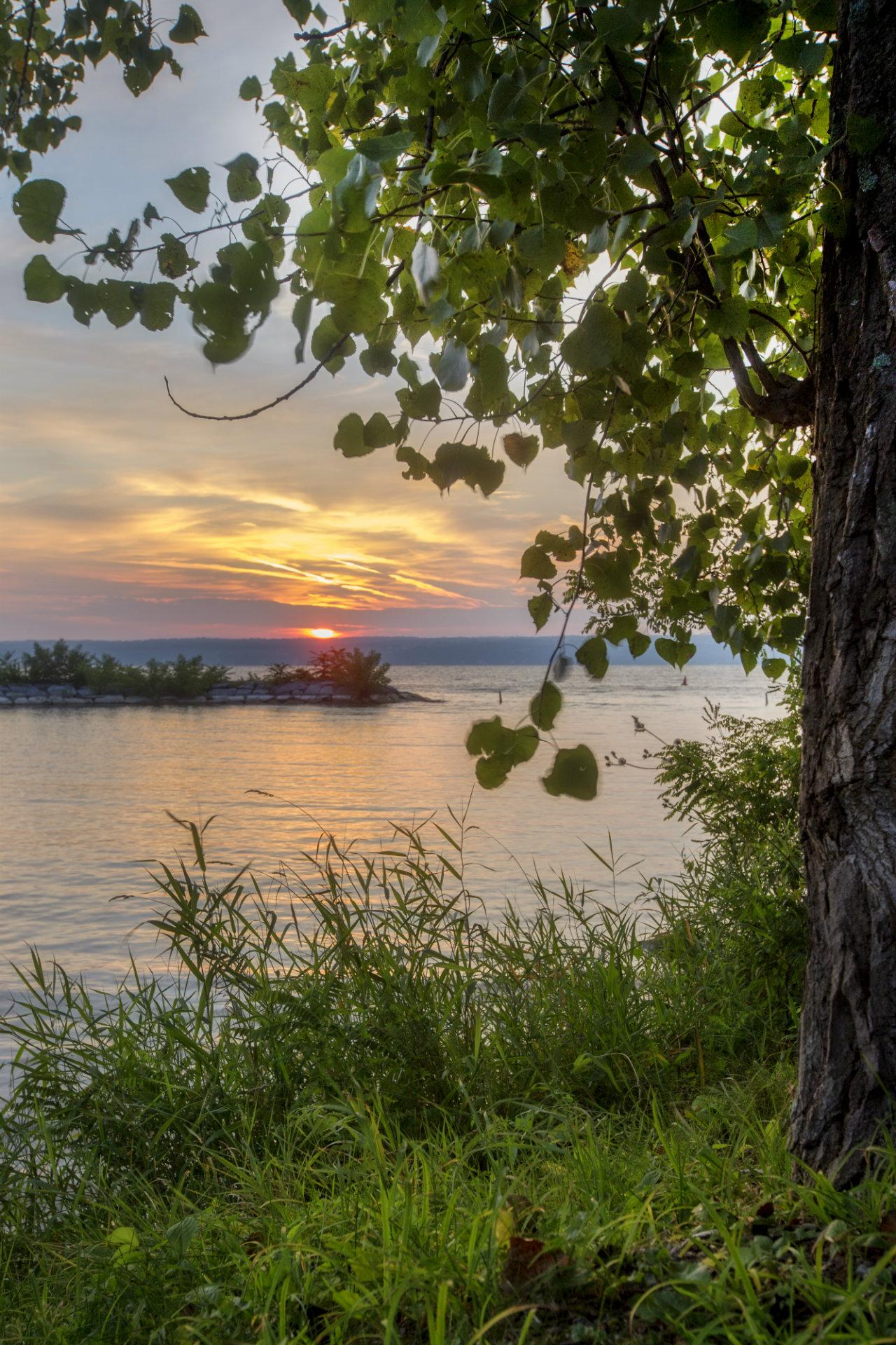 Sunrise at Deans Cove (photo)